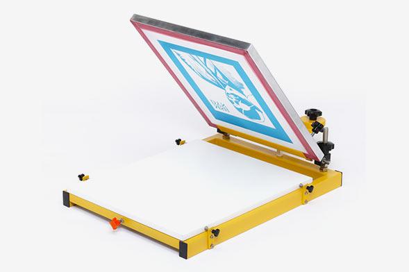 На фото изображен ручной станок для шелкографии