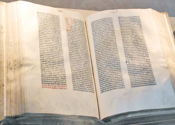Книга изданная Иоганном Гутенбергом