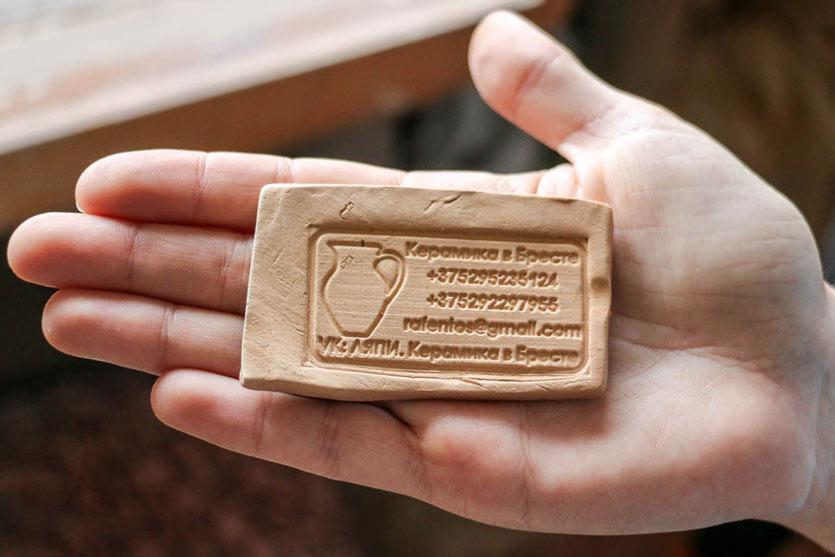 Современная визитка из глины