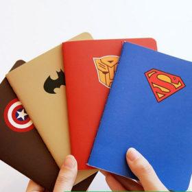 Дизайн ежедневника эмблемами супермен, бетмен