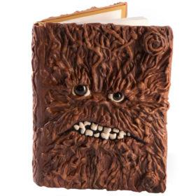 Креативный дизайн обложки ежедневника под кору дерева с зубами и глазами