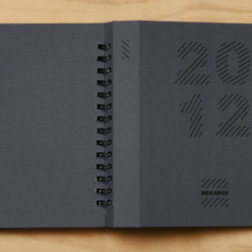 Стильная черная обложка ежедневника с уф лаком