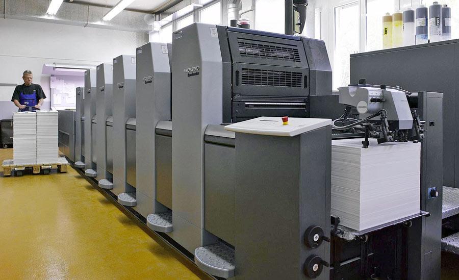 Вот на таких офсетных машинах печатаются каталоги
