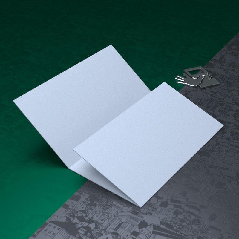 Визитка сложена улиткой, внутренняя сторона на 2 мм делается короче, иначе визитка будет раскрываться
