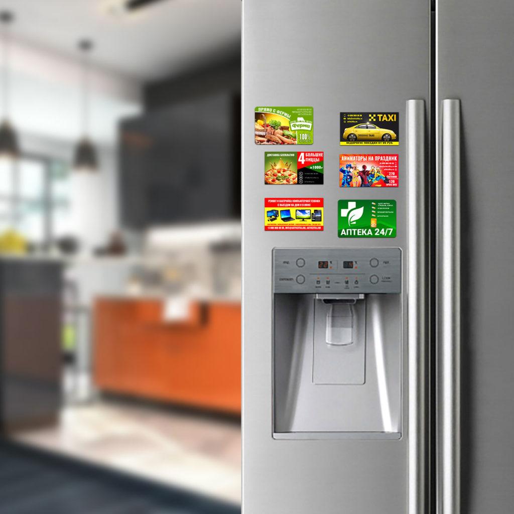Визитки на холодильнике.