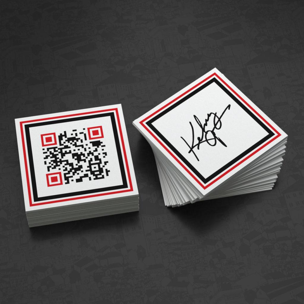 Креативный дизайн визитки с QR кодом и факсимиле.