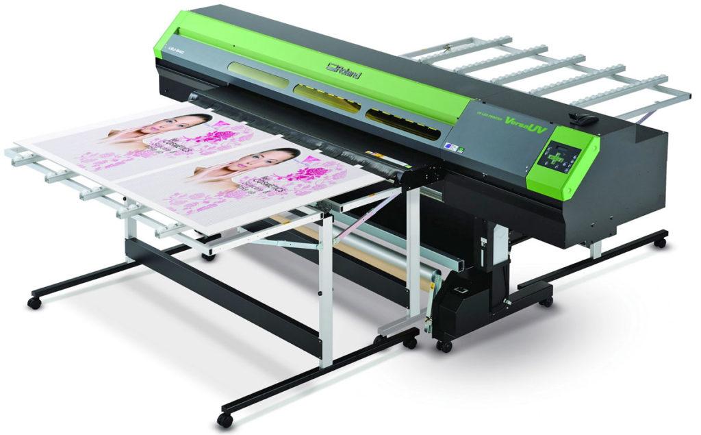 Планшетный УФ-принтер для печати.