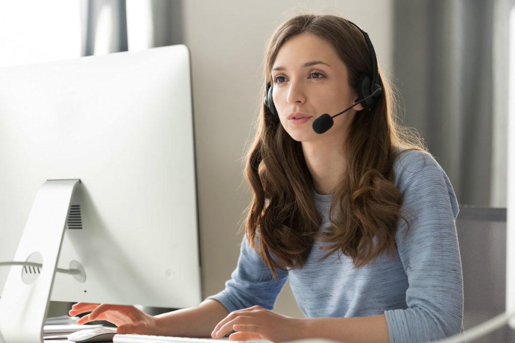 Менеджер-онлайн консультант.